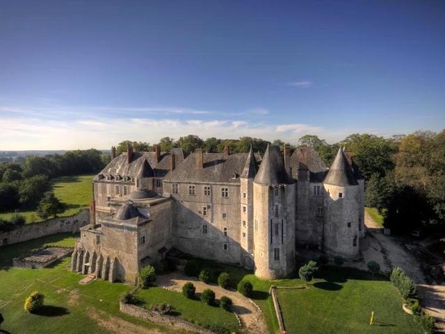 The castle of Meung-sur-Loire © P.Hirsch