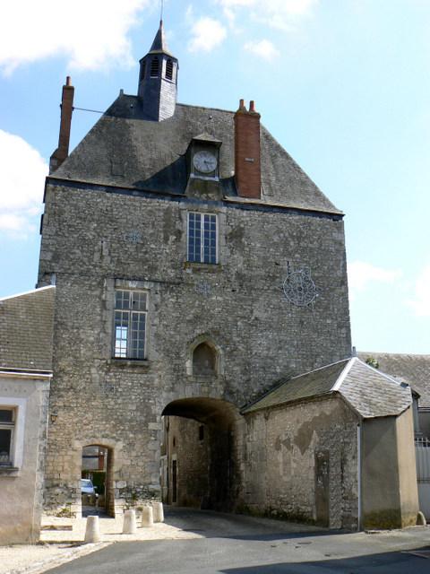 Porte d'Amont © Office de Tourisme du Val des Mauves at Meung-sur-Loire