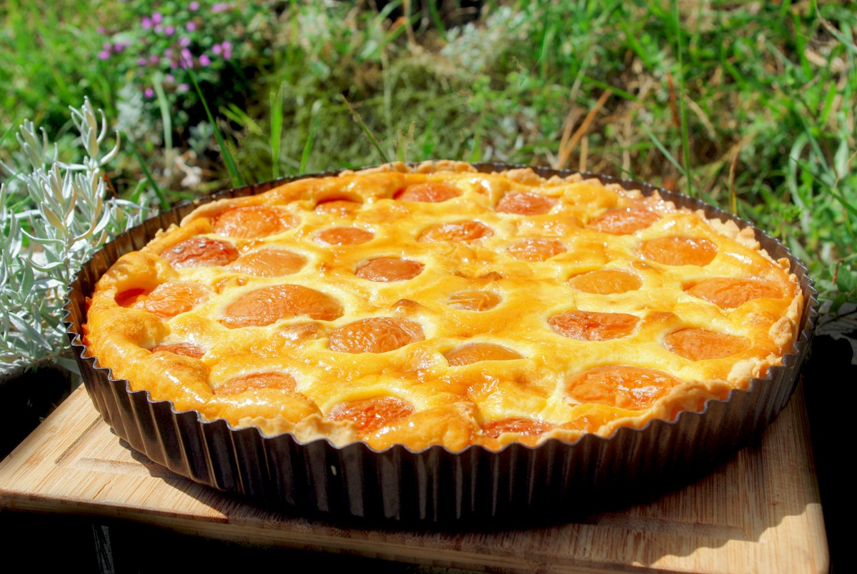 Homemade Tarte aux Abricots © French Moments