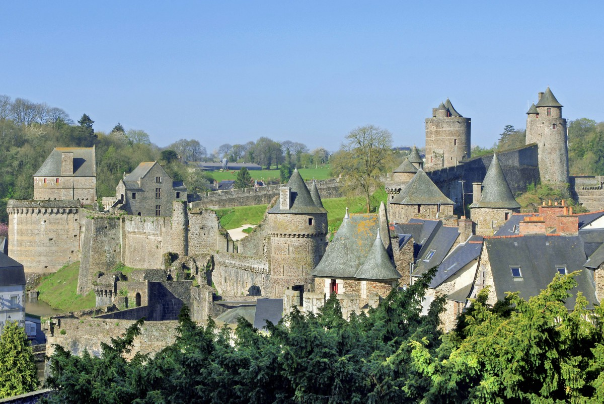 Castles of France: Fougères Castle © Daniel Jolivet - licence [CC BY 2.0] from Wikimedia Commons
