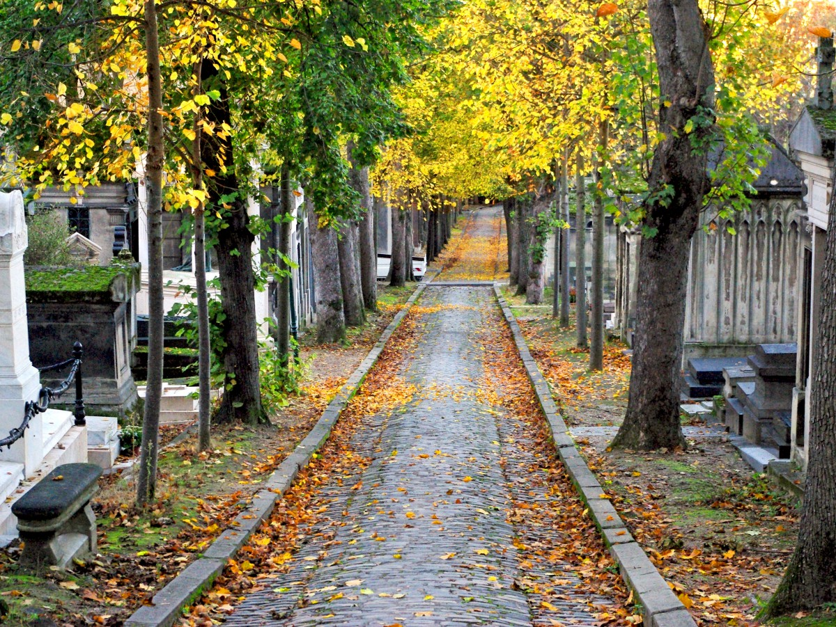 All Saints' Day in France - Père Lachaise, Paris © French Moments