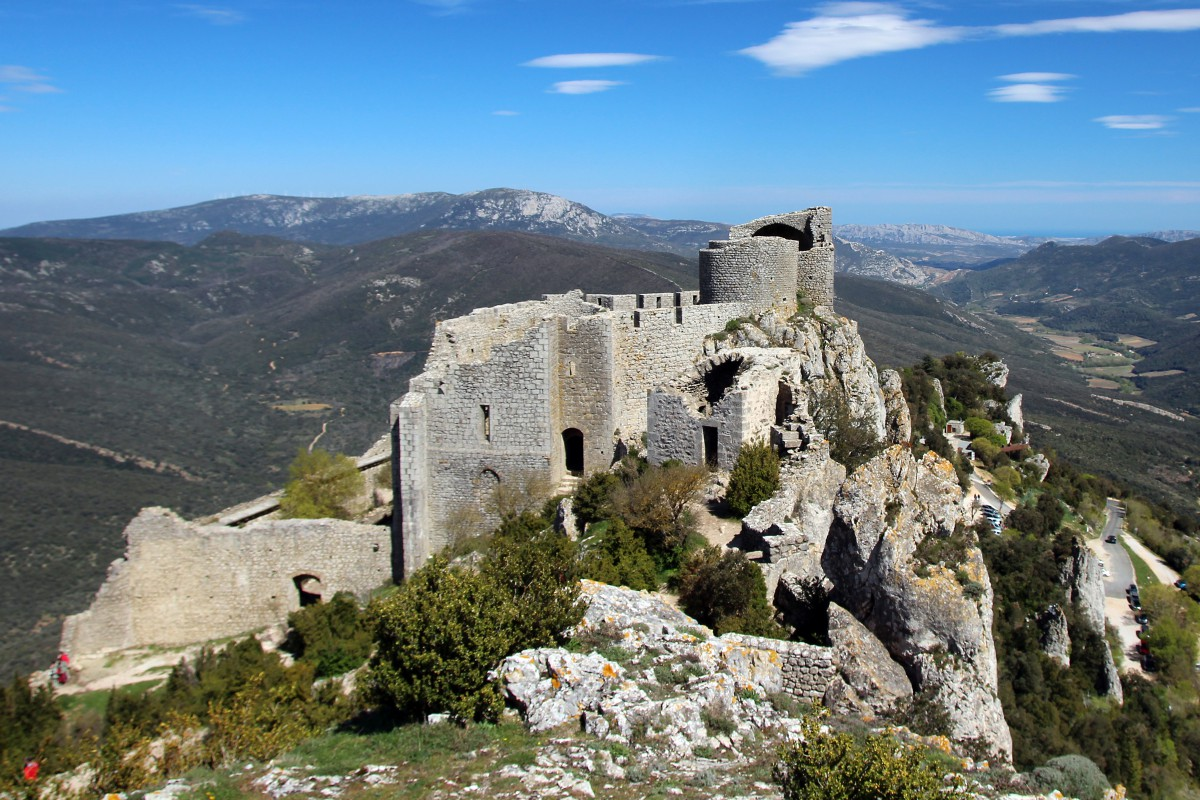 Peyrepertuse Castle © Montagnac Pascal - licence [CC BY-SA 3.0] from Wikimedia Commons