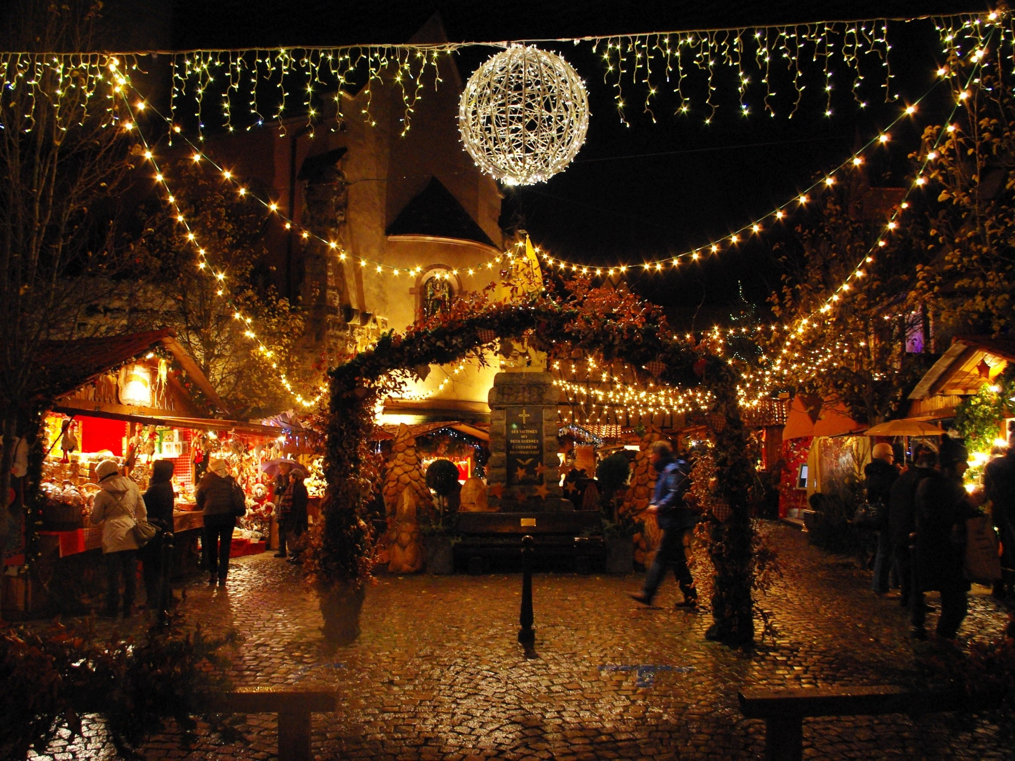 Eguisheim Christmas market - Most Beautiful Christmas Markets in France © French Moments