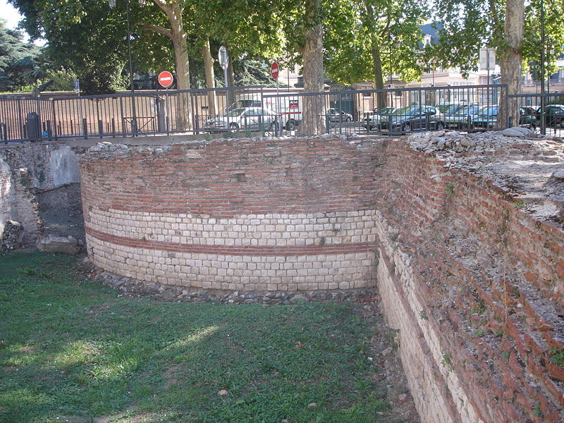 Roman fortifications © Pinpin CC-BY-SA 3.0 from Wikicommons