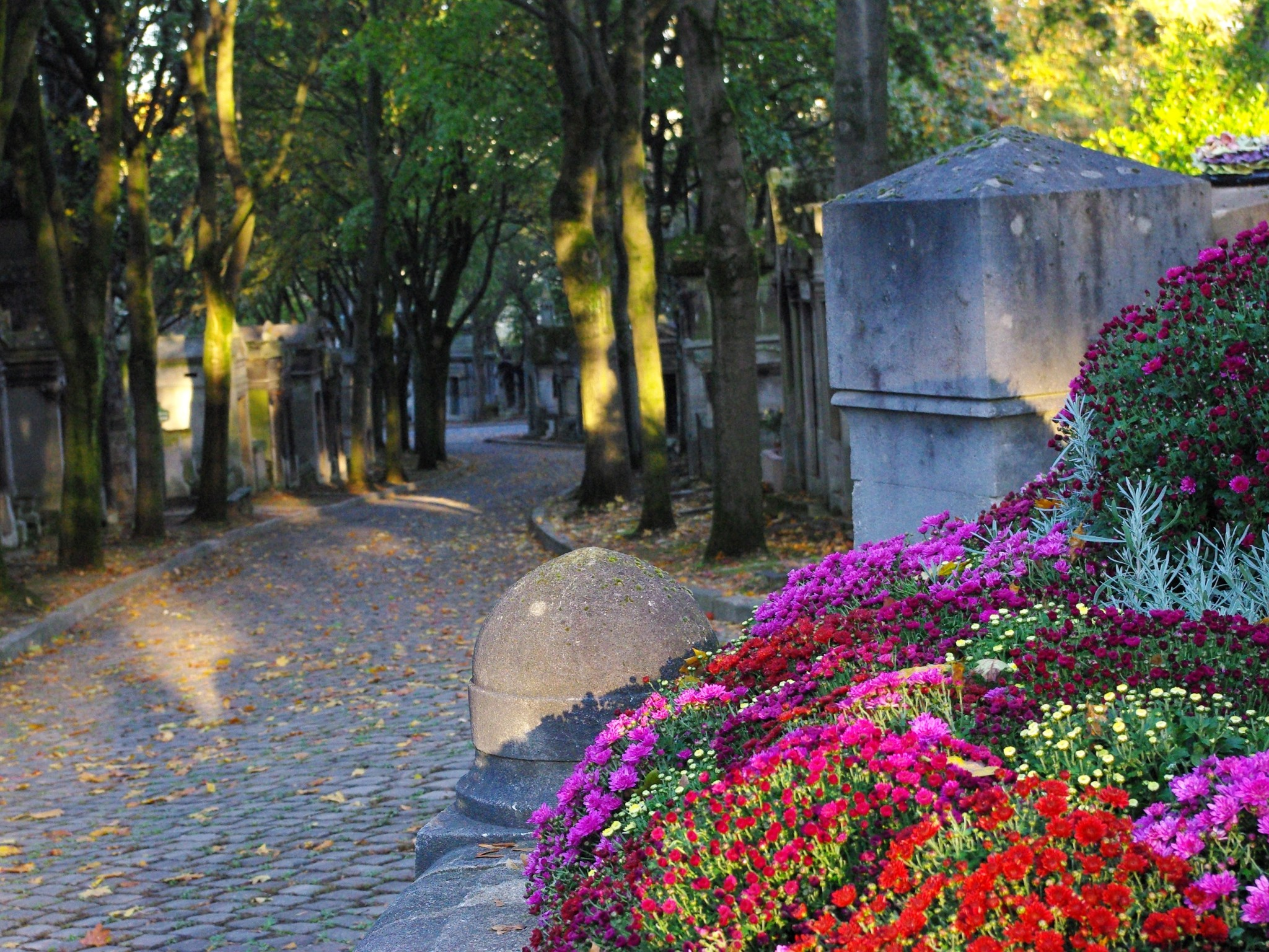 All Saints' Day in France - Père Lachaise in Paris © French Moments
