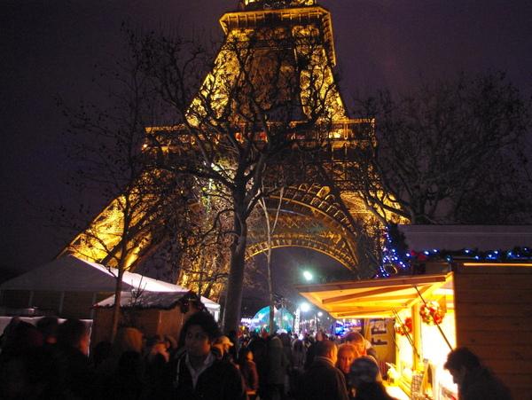 Christmas market Champ de Mars © French Moments