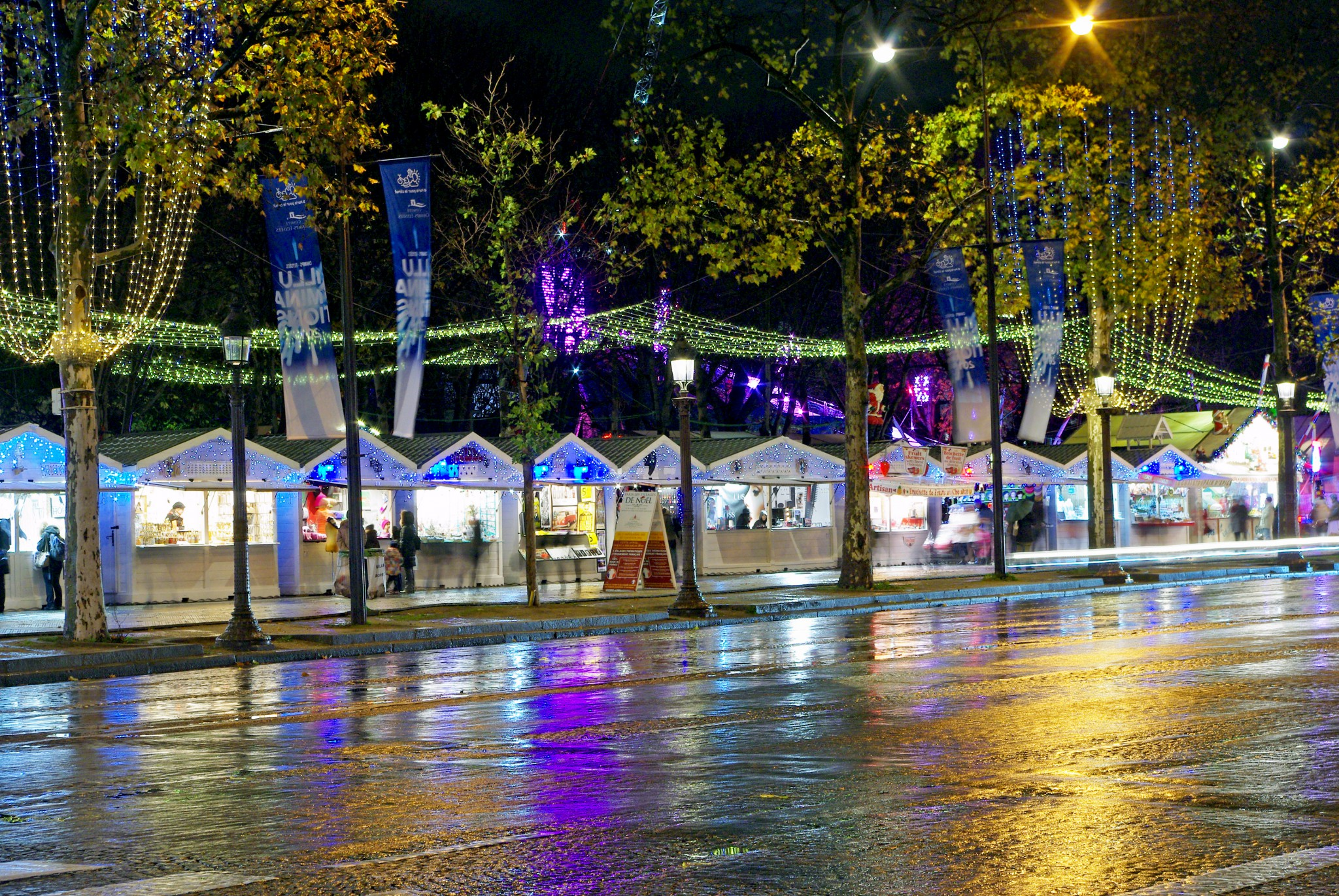 Christmas market in Champs Elysees Paris 2015 © French Moments