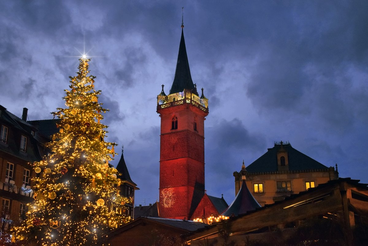 French Christmas Traditions: the tree in Obernai © French Moments