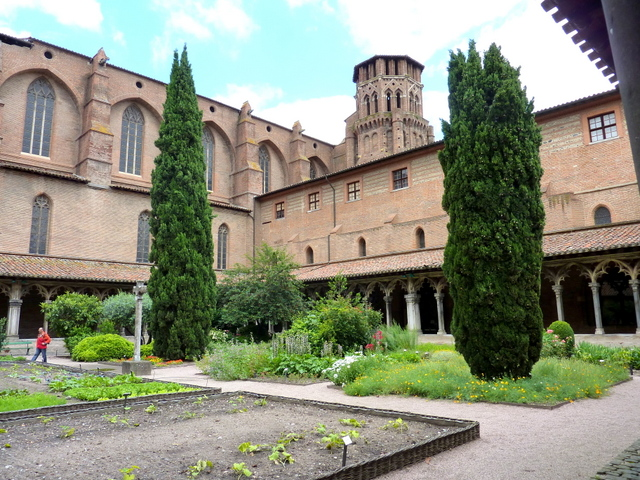 Couvent des Augustins © Henri Moreau - licence [CC BY-SA 3.0] from Wikimedia Commons