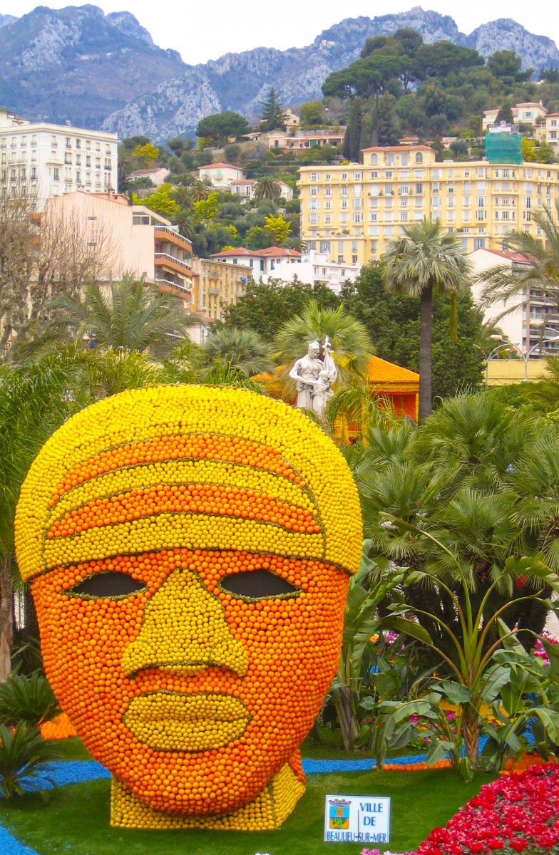 Lemon head in Menton © Paul Downey - licence [CC BY 2.0] from Wikimedia Commons