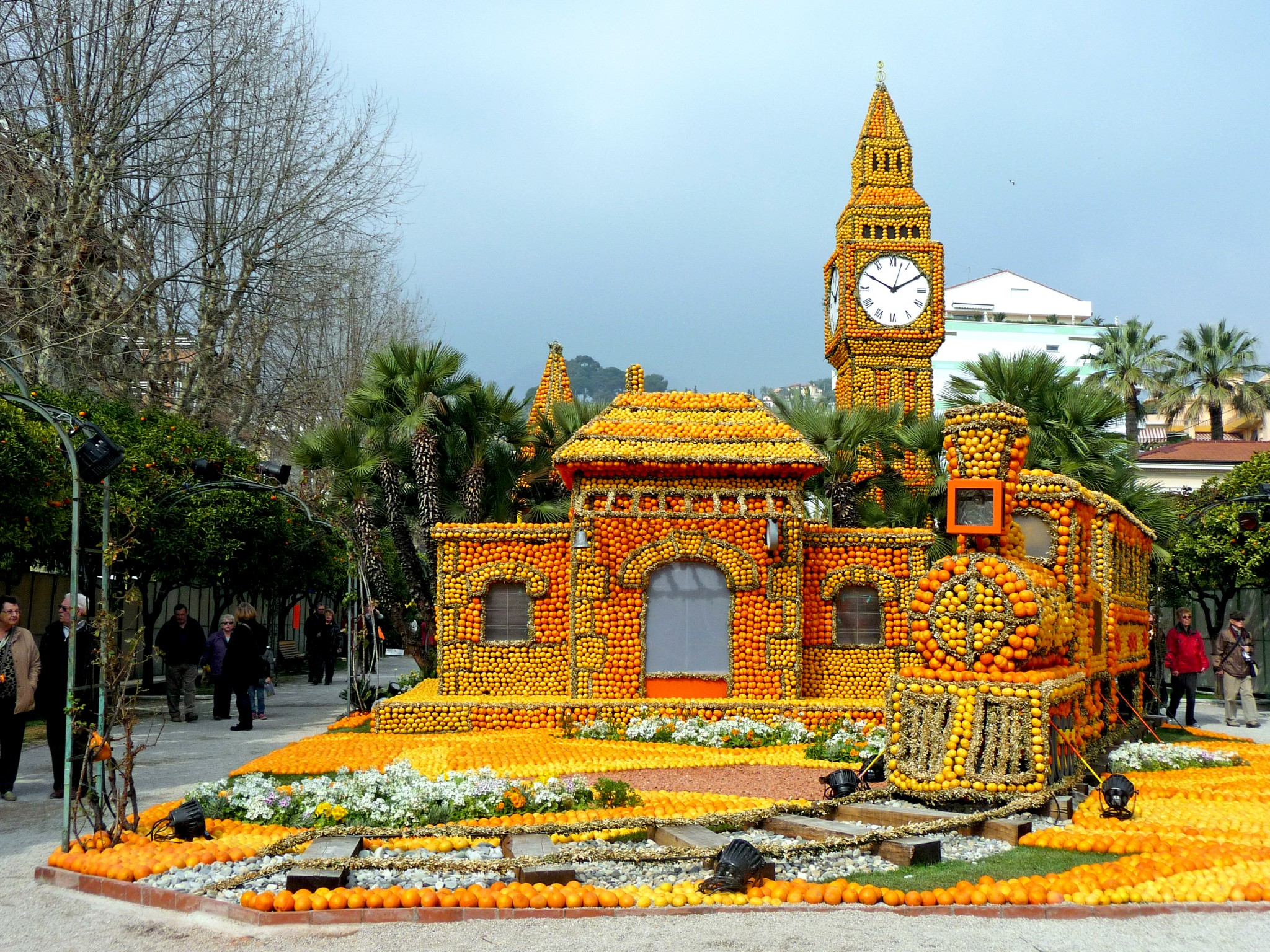 Menton Lemon Festival 2013 © Perline - licence [CC BY-SA 3.0] from Wikimedia Commons