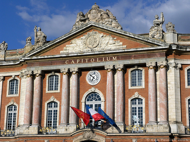 Pediment of Toulouse Capitole © Eric Pouhier - licence [CC BY-SA 2.5] from Wikimedia Commons