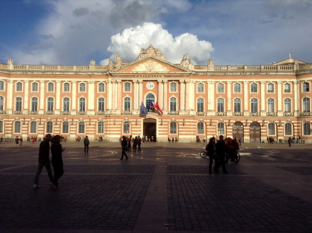 Toulouse Capitole Facade © Etiennekd - - licence [CC BY-SA 3.0] from Wikimedia Commons
