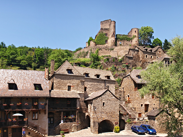 Belcastel © Pierre Bona - licence [CC BY-SA 3.0] from Wikimedia Commons