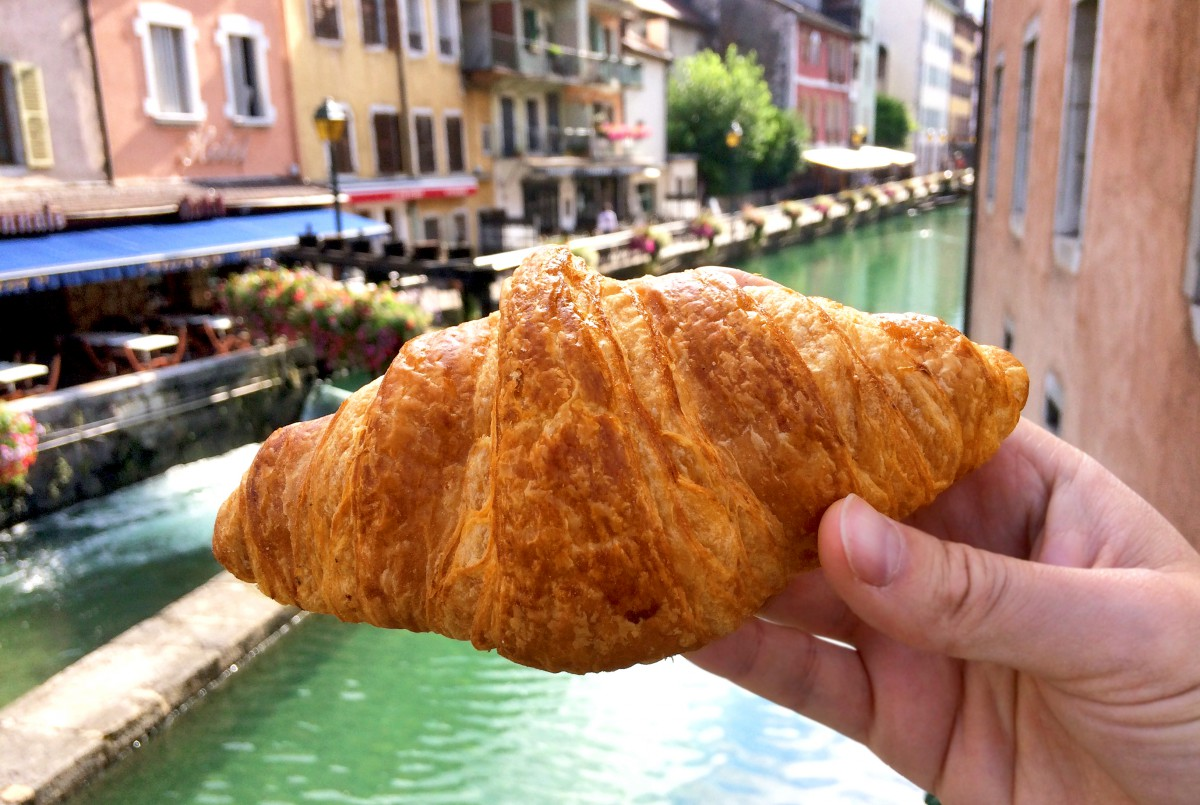 Croissant in Annecy © French Moments