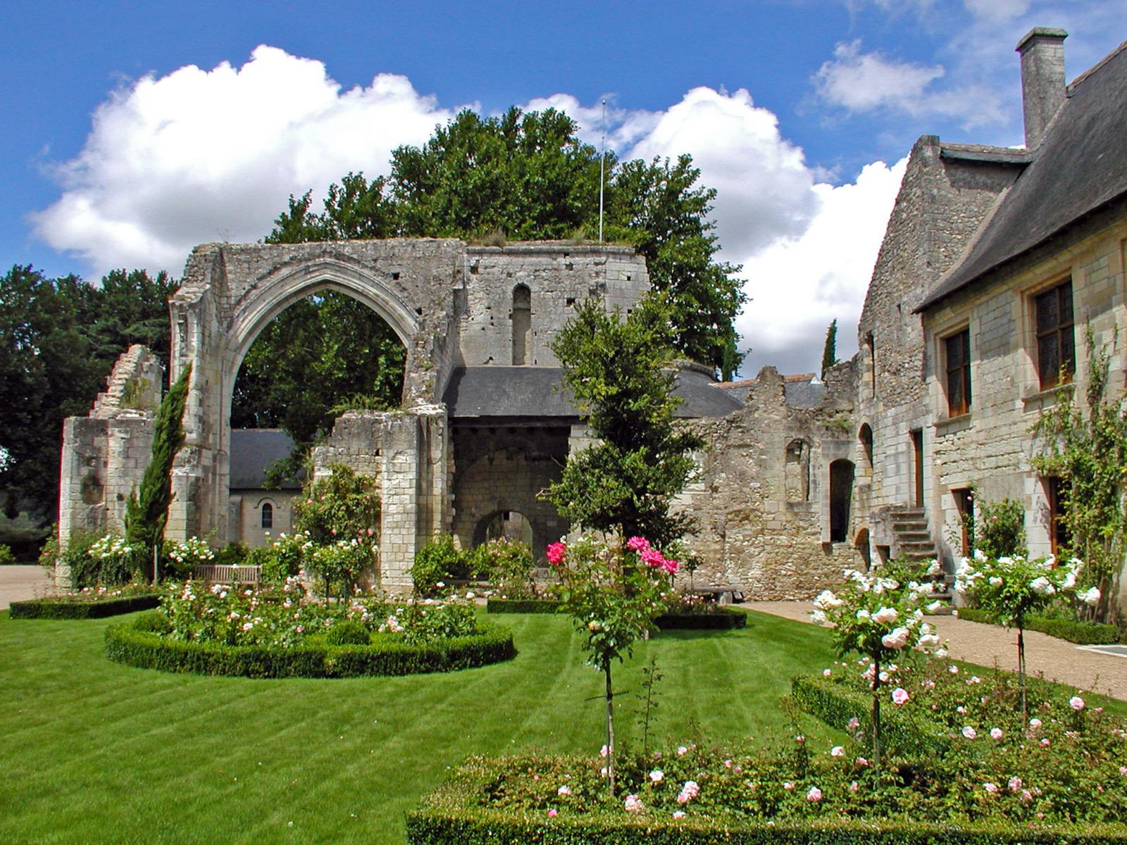 Prieuré de Saint-Cosme © Daniel Jolivet - licence [CC BY 2.0] from Wikimedia Commons
