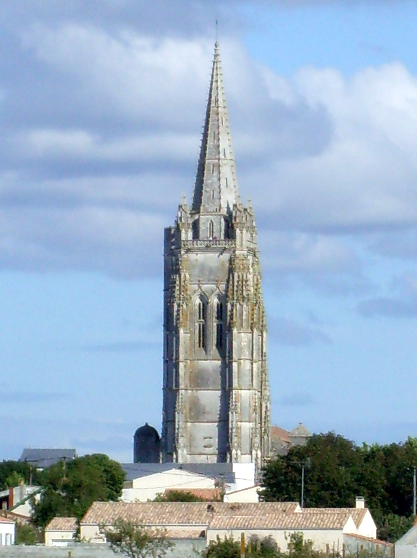 Saint-Pierre de Sales in Marennes © Cobber17 - licence [CC BY-SA 3.0] from Wikimedia Commons