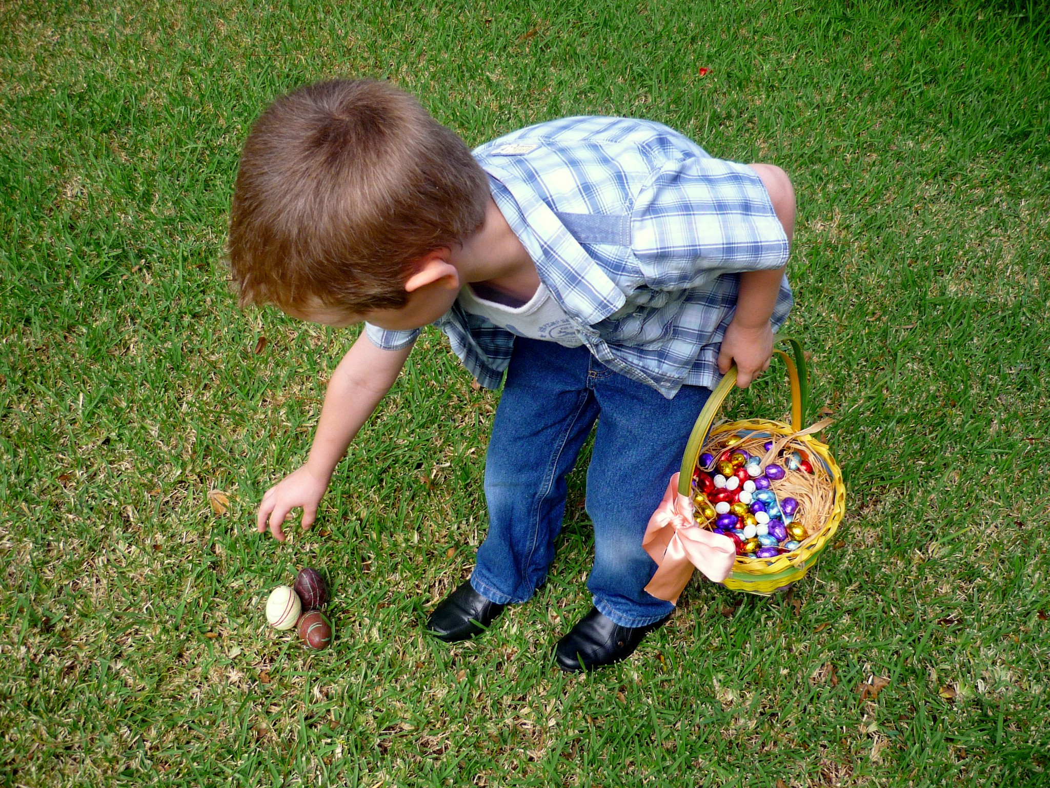 Easter traditions in France - Easter Eggs Hunting © French Moments