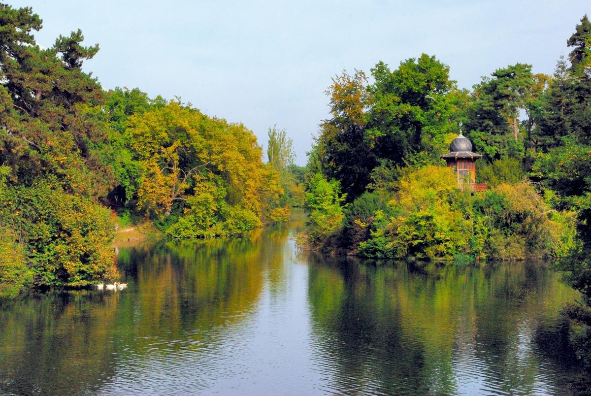 Parks and Gardens of Paris: Lac Inférieur, Bois de Boulogne © French Moments