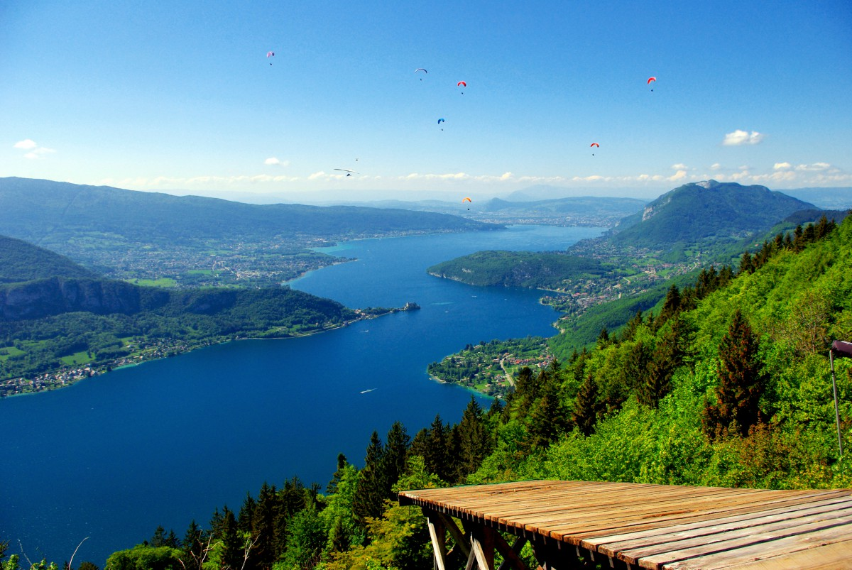 Lake Annecy seen from the Col de la Forclaz © French Moments
