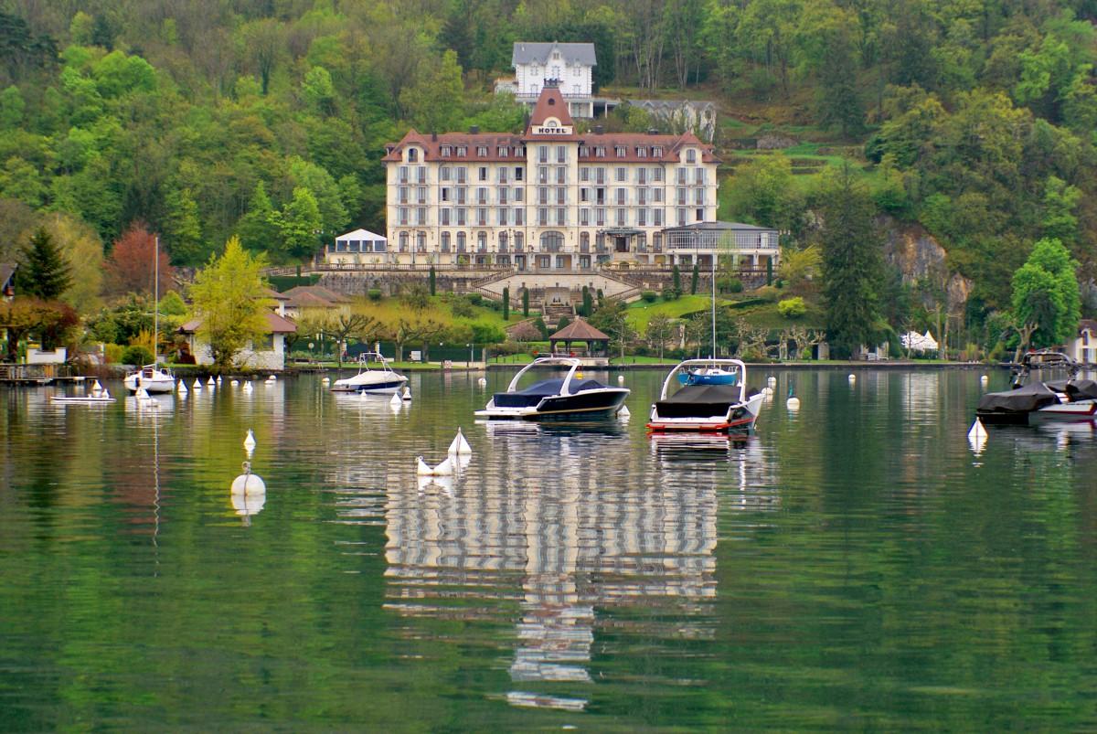 Le Palace de Menthon-Saint-Bernard © French Moments