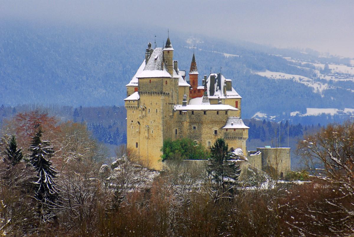 The castle of Menthon-Saint-Bernard © French Moments
