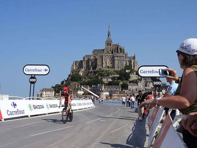 Mont Saint Michel Tour de France © Jejecam - licence [CC BY-SA 3.0] from Wikimedia Commons