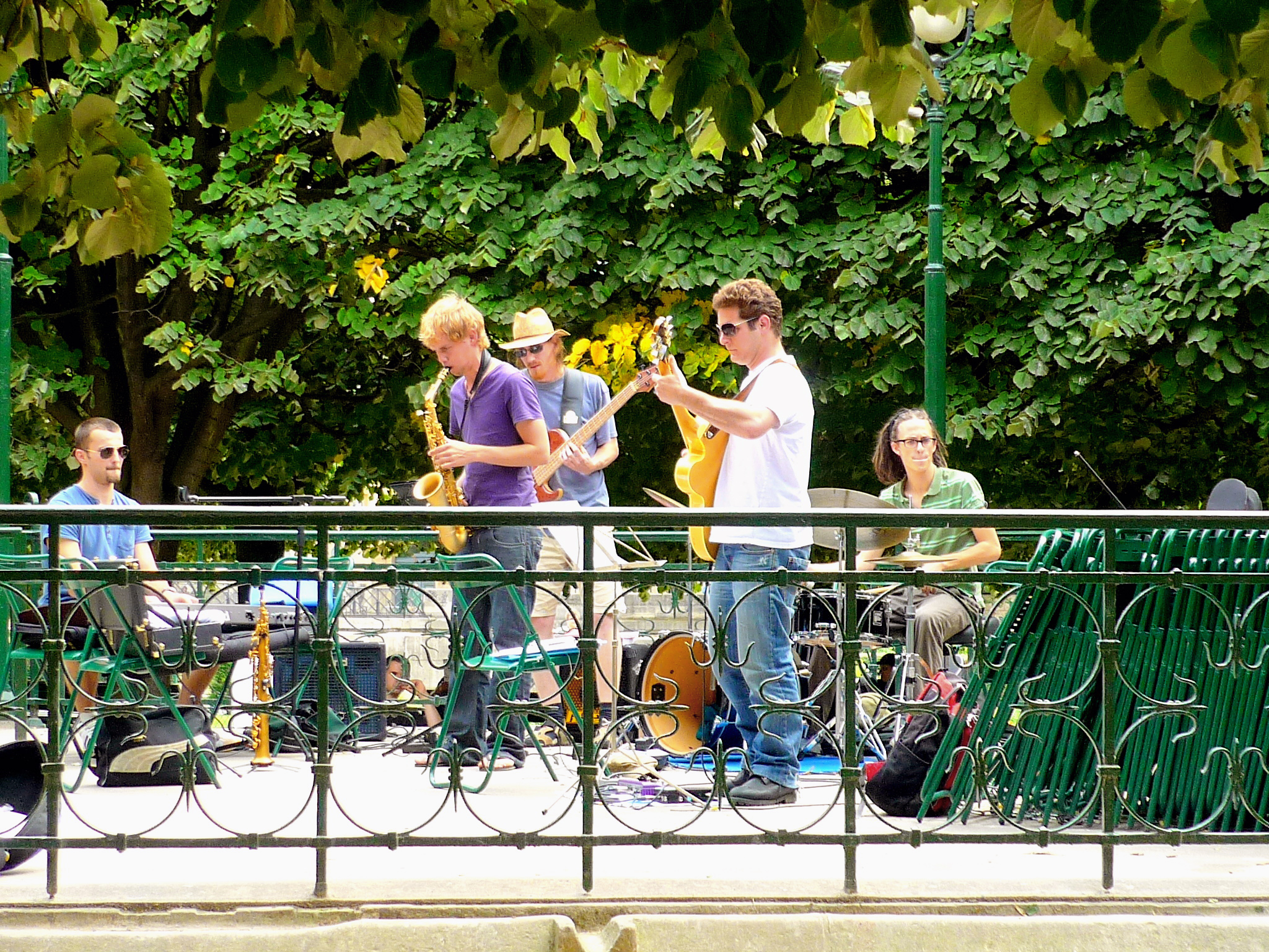 Music Band near Notre-Dame de Paris © French Moments