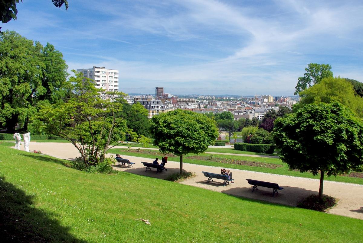 Parks and Gardens of Paris - Parc de la Butte du Chapeau Rouge © French Moments