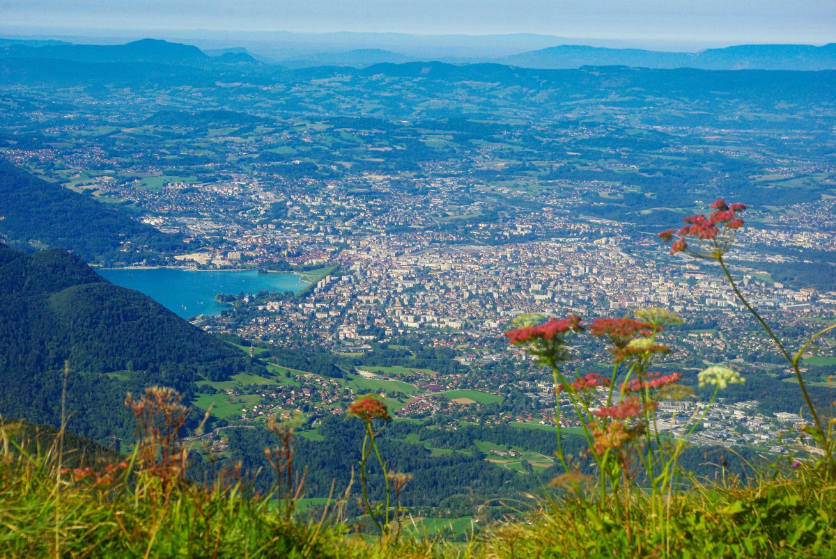 Annecy seen from the Parmelan summit © French Moments