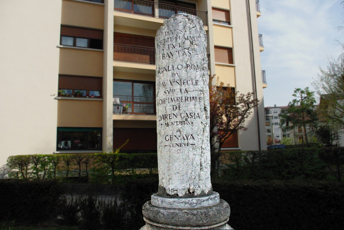 Roman column on Place des Romains, Annecy © French Moments