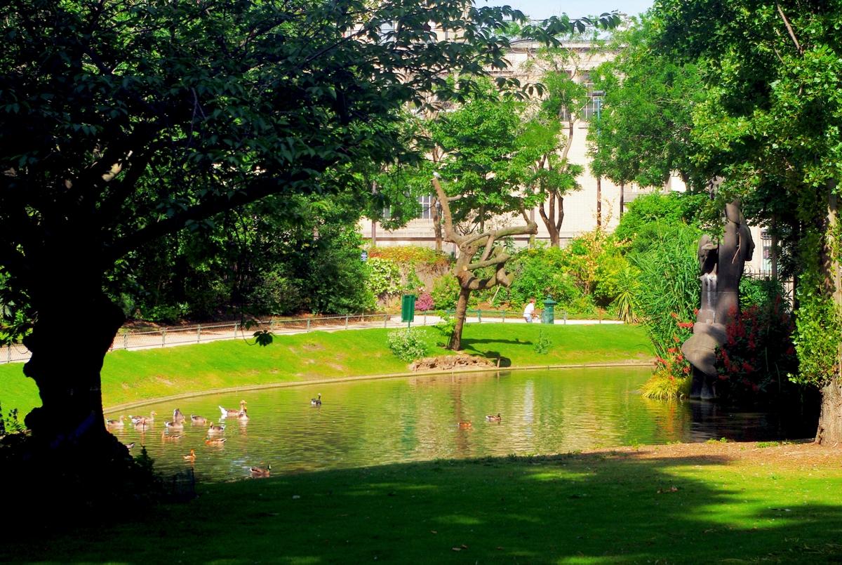 Parks and Gardens of Paris - Square des Batignolles © French Moments