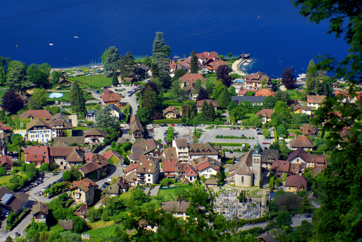 A general view of Talloires from Ermitage de Saint-Germain © French Moments