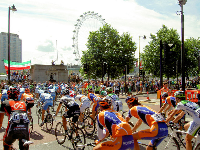 Tour de France 2007 in London © Steve F - licence [CC BY-SA 2.0] from Wikimedia Commons