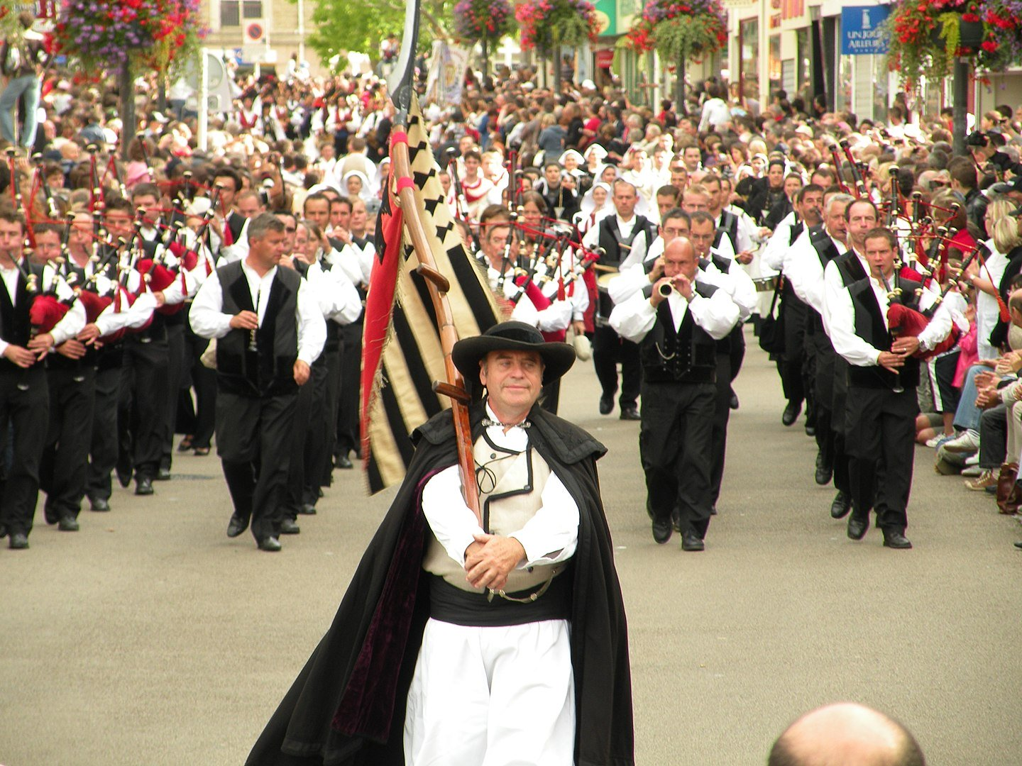 Holidays and celebrations in France - Festival Interceltique de Lorient © Pymouss - licence [CC BY-SA 3.0] from Wikimedia Commons