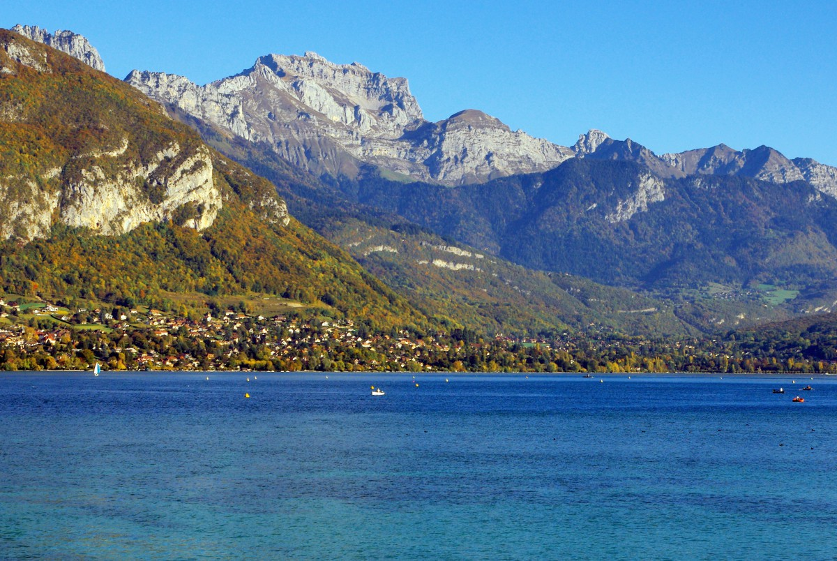 La Tournette seen from Lake Annecy © French Moments