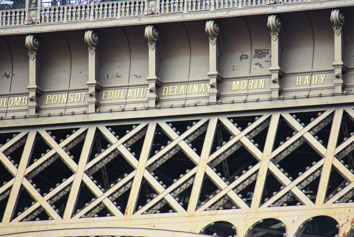 Eiffel Tower - names of scientists © French Moments