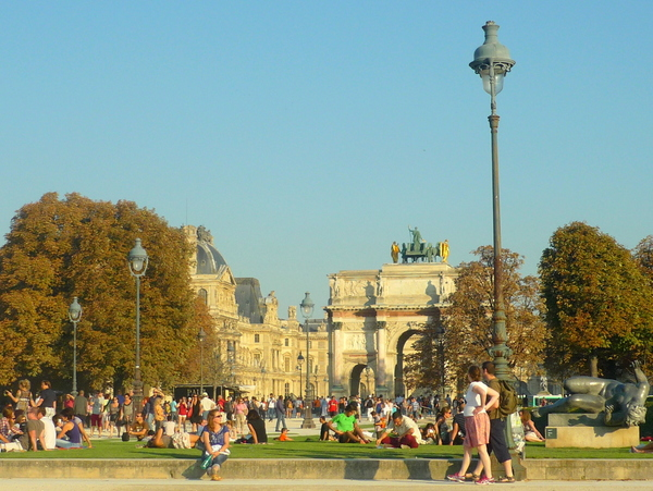 The Tuileries and the lamp posts of Paris © French Moments