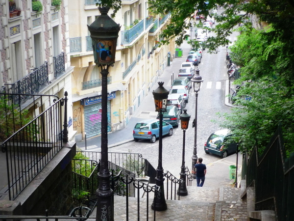 Lamp posts of Paris: Montmartre © French Moments