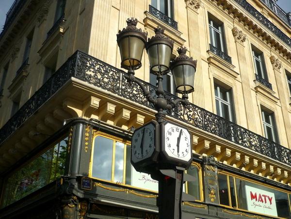 Lamp posts of Paris: place de l'Opéra © French Moments