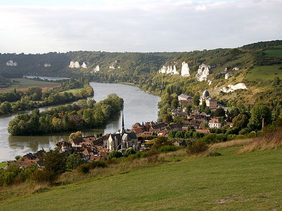 Petit Andely from Gaillard Castle © Tristan Nitot - licence [CC BY-SA 3