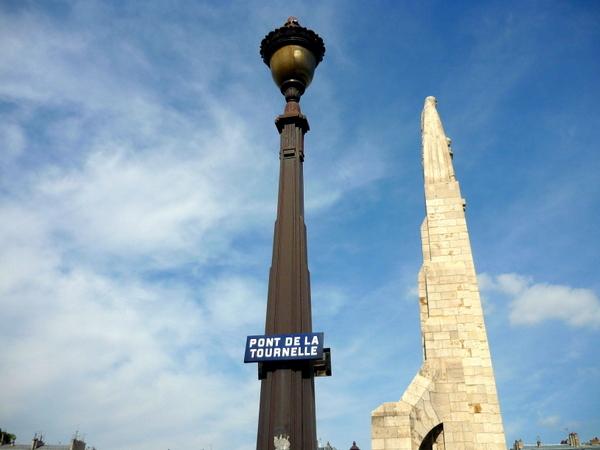 Lamp Post on Pont de la Tournelle © French Moments