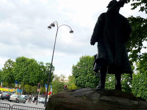 Three arm lamp post in Place Clemenceau © French Moments