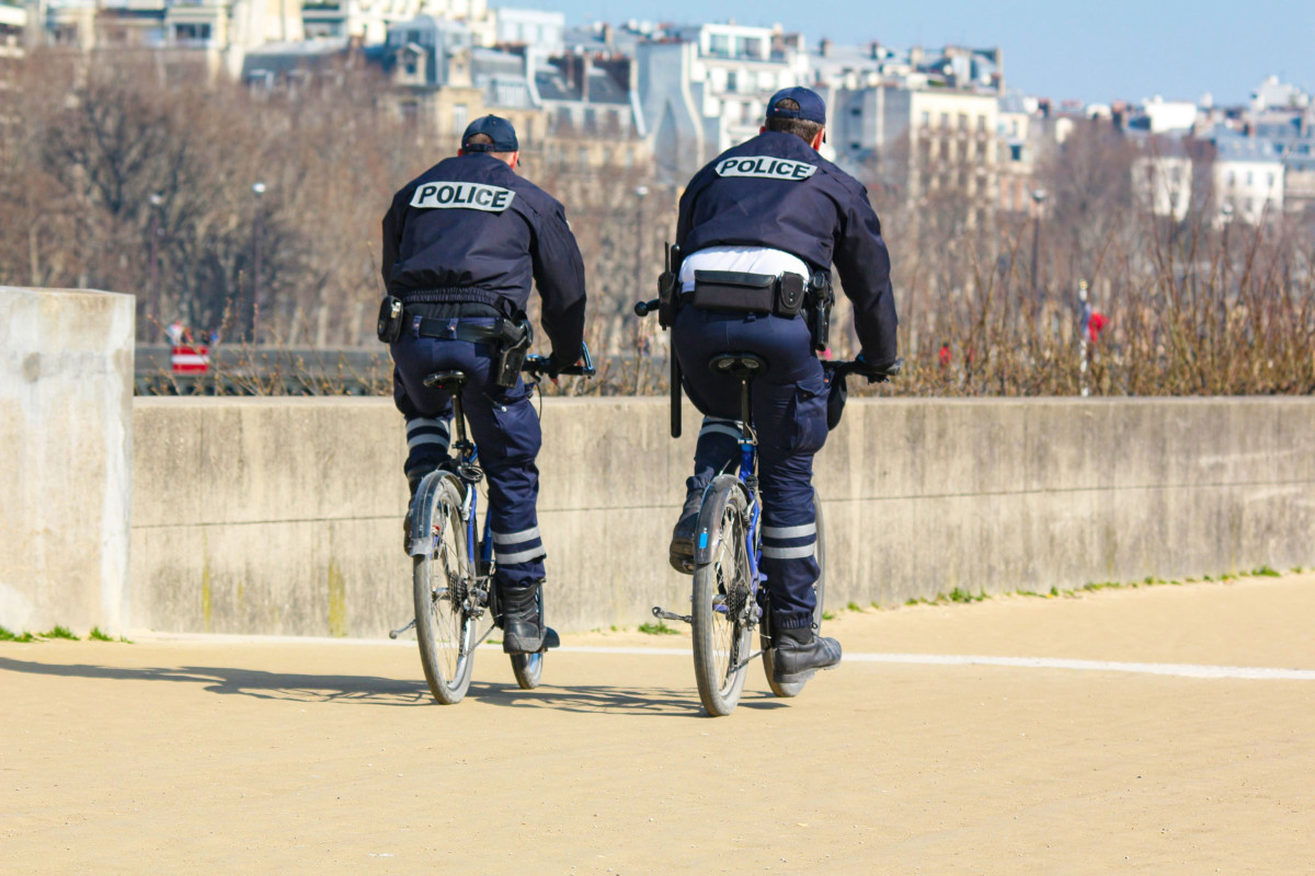 Police in Paris © SK Sturm Fan - licence [CC BY-SA 3.0] from Wikimedia Commons