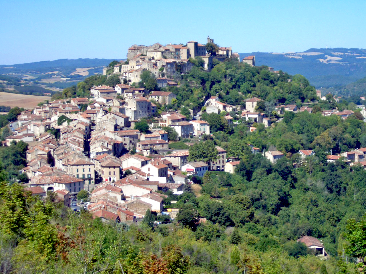Cordes-sur-Ciel © Adrien Béron - licence [CC BY-SA 1.0] from Wikimedia Commons