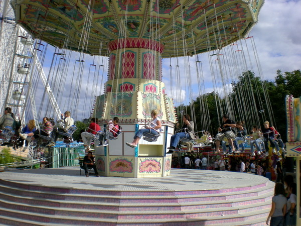 Funfair of the Tuileries © French Moments