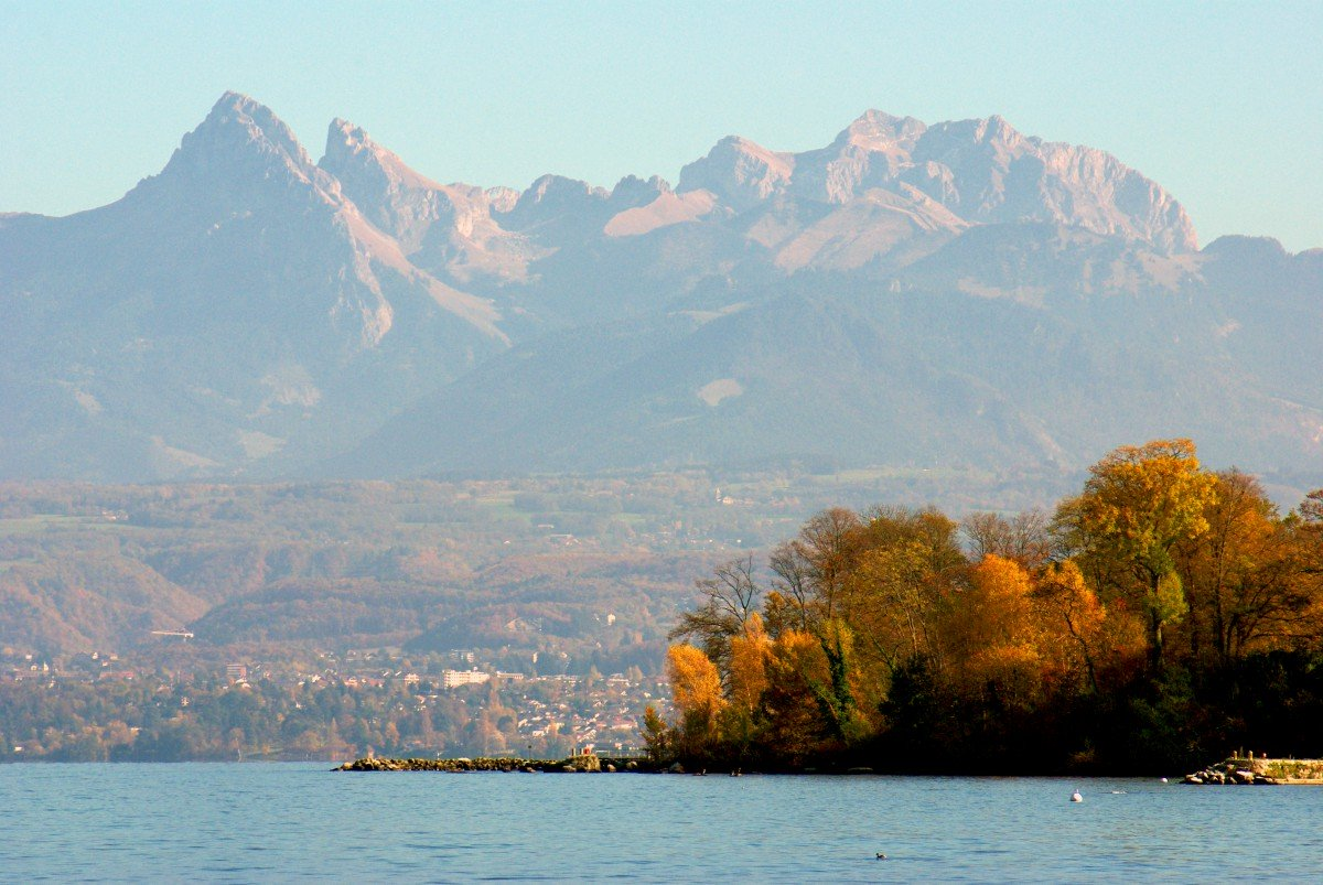 The Alps seen from Yvoire © French Moments