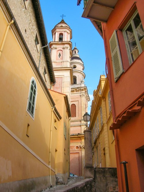 Menton © Patafisik - licence [CC BY-SA 4.0] from Wikimedia Commons