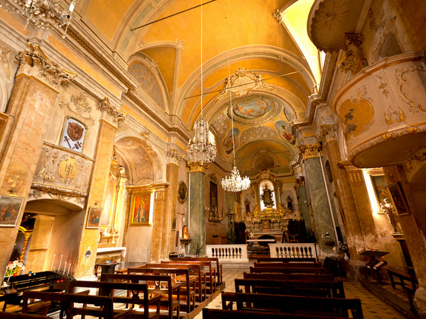 The Interior of Eze Church © jimmyweee - licence [CC BY 2.0] from Wikimedia Commons