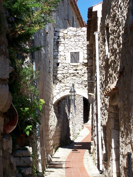 An old paved street in Eze © Berthold Werner - licence [CC BY-SA 3.0] from Wikimedia Commons